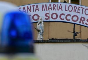 Dà fuoco all'auto dell'ex moglie a Reggio Calabria, è caccia all'uomo