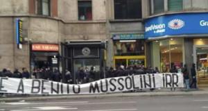 A piazzale Loreto lo striscione 'Onore a Benito Mussolini'