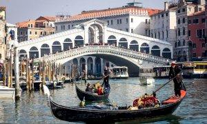 Veneto, idea assicurazione Covid per i turisti