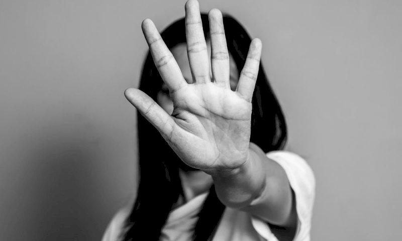 Picchiano ragazza disabile, identificate quattro minorenni