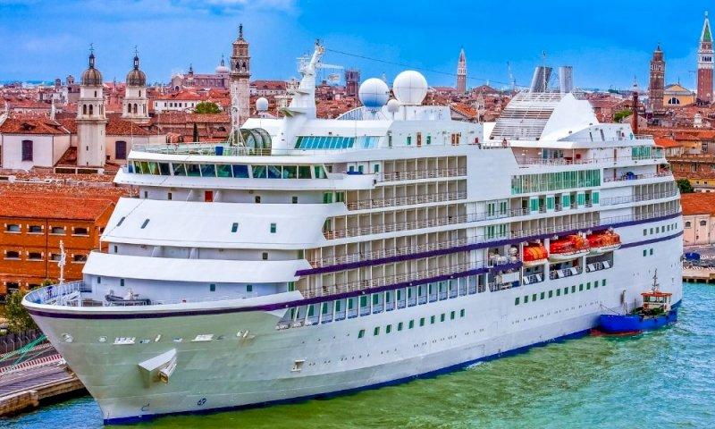 Venezia, addio alle grandi navi in città