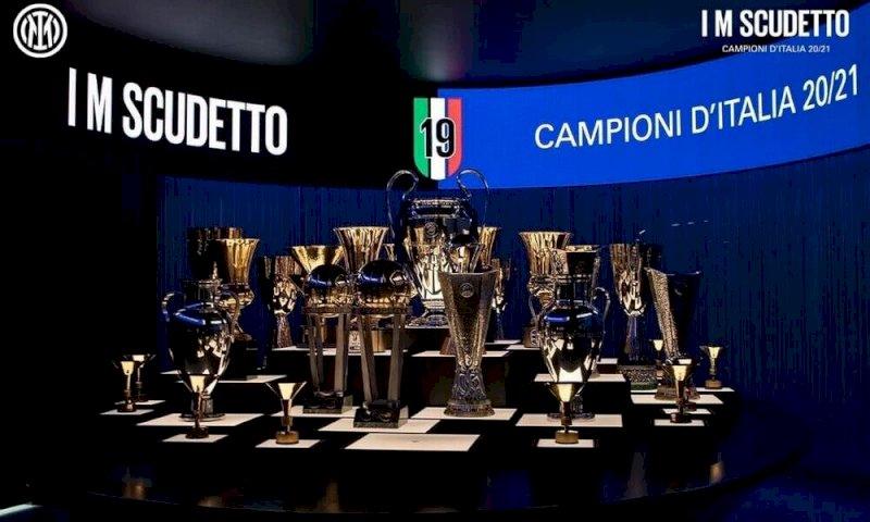 L'Inter vince il campionato, disordini e assembramenti in piazza Duomo
