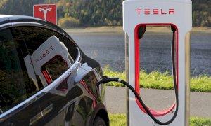 La Tesla Model 3 è l'auto elettrica più venduta al mondo