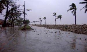 Ciclone Tauktae sulla costa indiana: interrotte le vaccinazioni, morti e dispersi