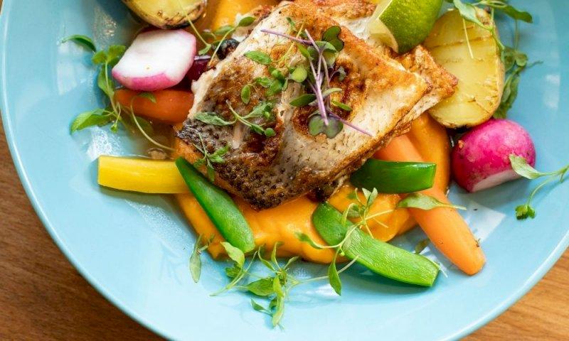 Pesce e verdure abbassano il rischio di contrarre una forma grave di Covid