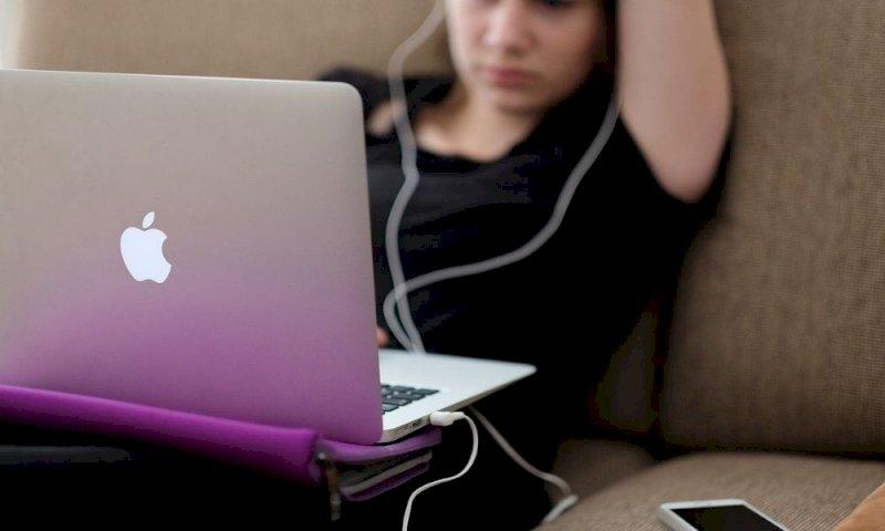 Si guasta l'iPhone e i tecnici pubblicano le sue foto intime online: Apple la risarcisce