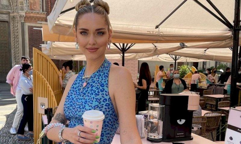 Chiara Ferragni all'inaugurazione del suo primo Cafè brandizzato Nespresso (Fonte: Instagram)