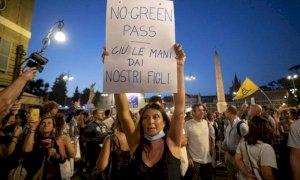 Green Pass, proteste e fiaccolate in tutta Italia: c'era anche la Lega