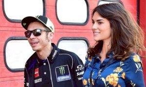 La fidanzata di Valentino Rossi è incinta: la coppia aspetta una bimba.