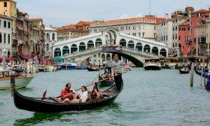 Il Ponte di Rialto restituito ai veneziani: restauro storico con fondi per 5 milioni di euro