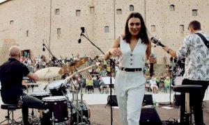 Simona Molinari, l'artista presenta il nuovo brano